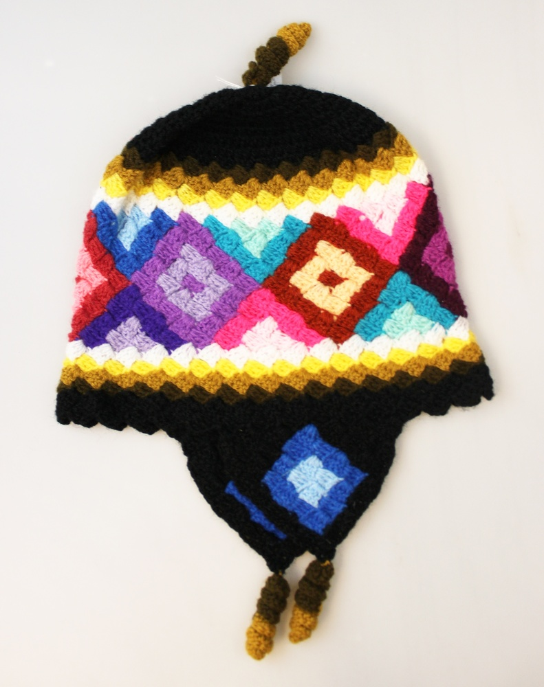 Muts - met oorkleppen kleurig patroon - Peru