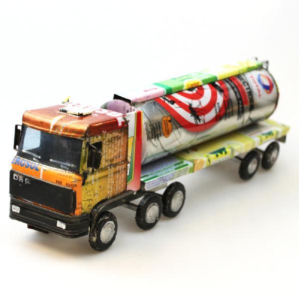 Auto Tankwagen, recycled blik - Madagascar
