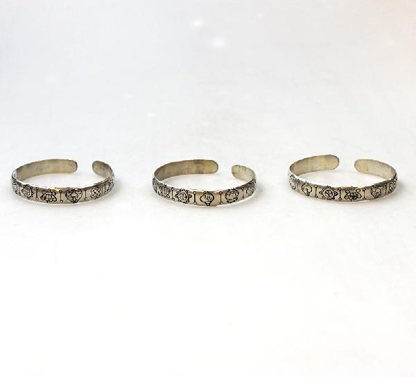 Armband klemarmband verzilverd symbolen van Boeddha 1cm breed - Nepal